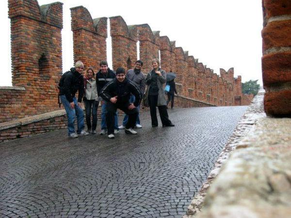 Álvaro com amigos em Verona | Foto: Álvaro José Mendonça Junior