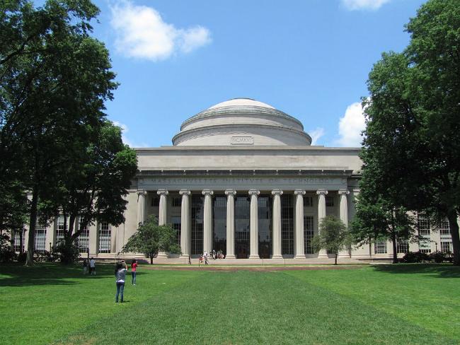 MIT   Foto: John Phelan, via Wikimedia Commons