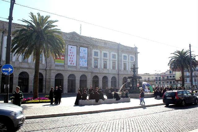 Universidade do Porto   Foto: Mathieu Marquer, via Wikimedia Commons