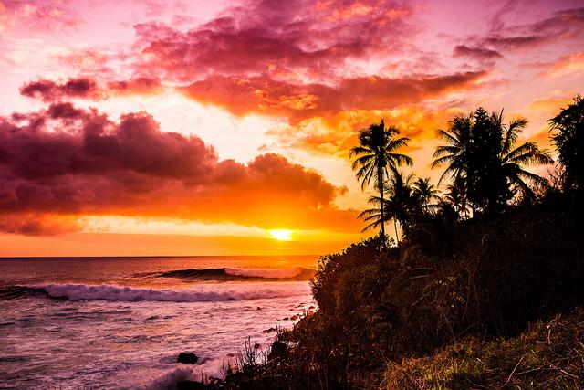 Por do sol em Waimea Bay, Havaí | Foto: Antonio Quintana, via Flickr