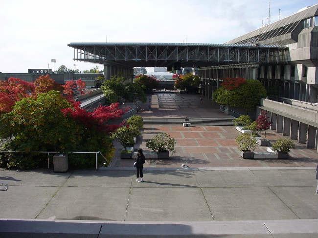 Simon Fraser University Library, Vancouver | Foto: miss_curse_10 via Wikimedia Com