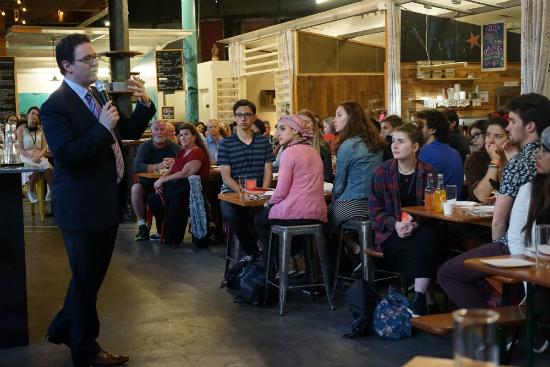 Ben Nelson, fundador, apresentando a escola   Foto: Danilo Vaz, aluno brasileiro na Minerva Schools