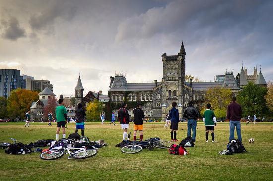 Universidade de Toronto   Foto: Benson Kua via Wikimedia Commons