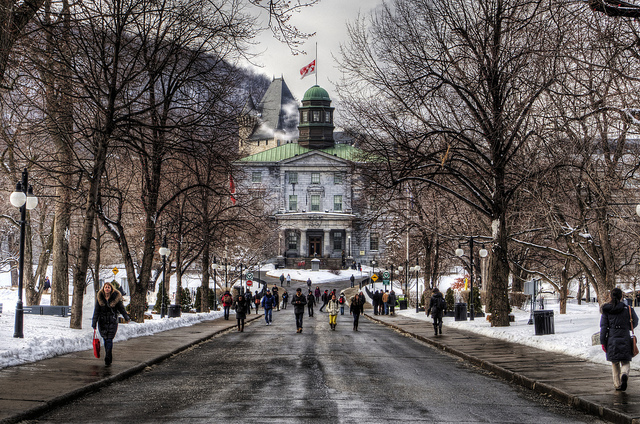 Entrada principal, McGill University, Montreal | Foto: Neil Howard via Flickr