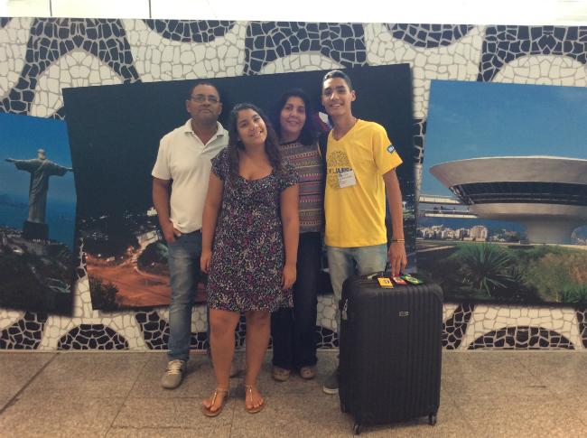Lucas, seus pais e sua irmã caçula | Foto: Lucas Martins