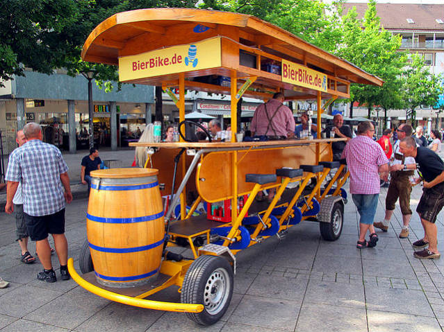 Alemanha | Beer Bike, Ulm | Foto: Gary A Baratta, via Wikimedia Commons