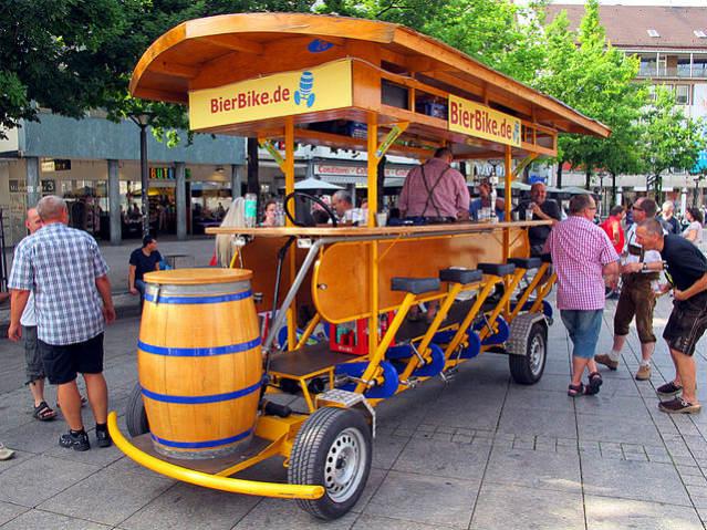 Alemanha | Beer Bike, Ulm | Foto: Gary A Baratta, via Wikimedia Commons