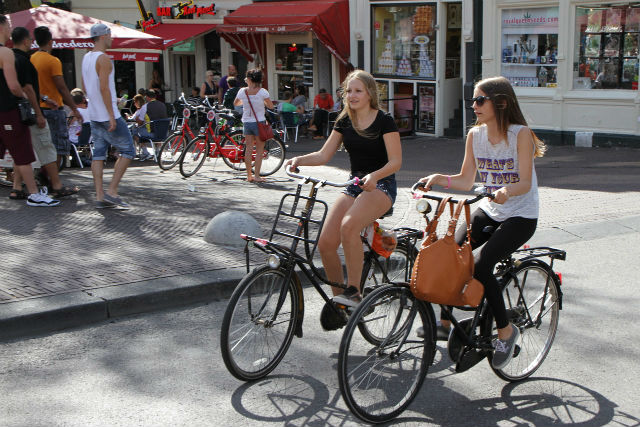Amsterdam students | CCO Public Domain, via Pixabay