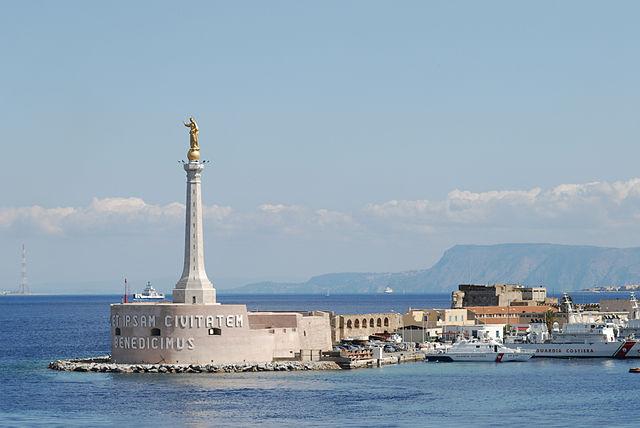 Universidade de Messina | Madonnina do porto de Messina | Foto: Mstyslav Chernov, via Wikimedia Commons