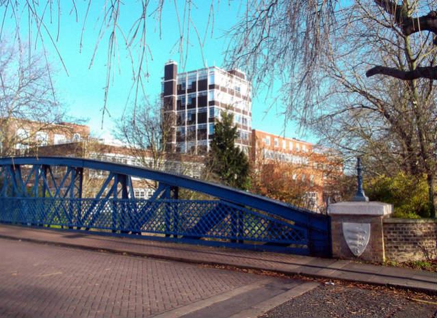 Universidade de Kingston | Foto: Des Blenkinsopp, via Geograph (CCO Commons)
