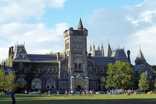 University of Toronto, Canadá | Foto: Jphillips23, via Wikimedia Commons