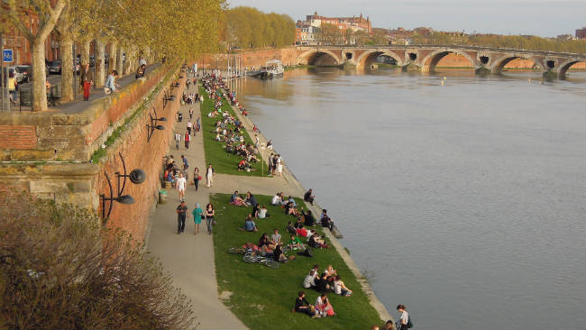 Passei público no Rio Garone, Toulouse | Foto: David McKelvey, via Flickr