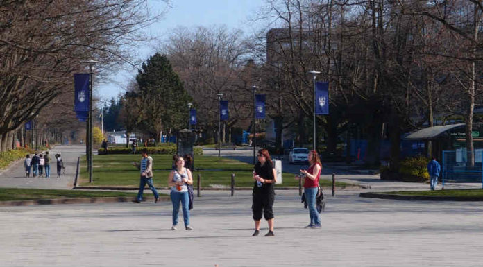 Graduação no Canadá   University of British Columbia - UBC Vancouver   Foto: Guilhem Vellut, via Flickr