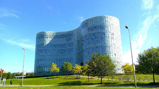 Estudar no exterior | Bradenburg University, biblioteca | Foto: Teodor Bordeianu, via Wikimedia Commons